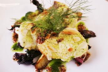 お魚料理 本日の旬の鮮魚 インパデッラ伊豆みかんのソース